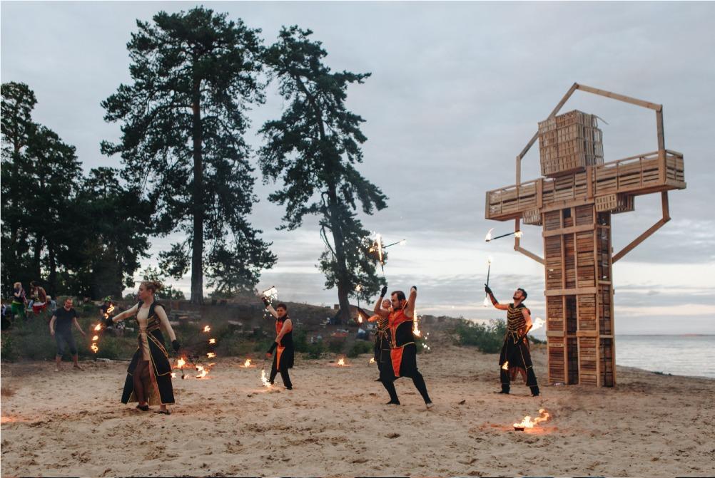 Празднование CGI School Burning man