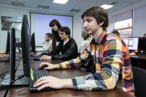 Студенты на учебе в буткемпе